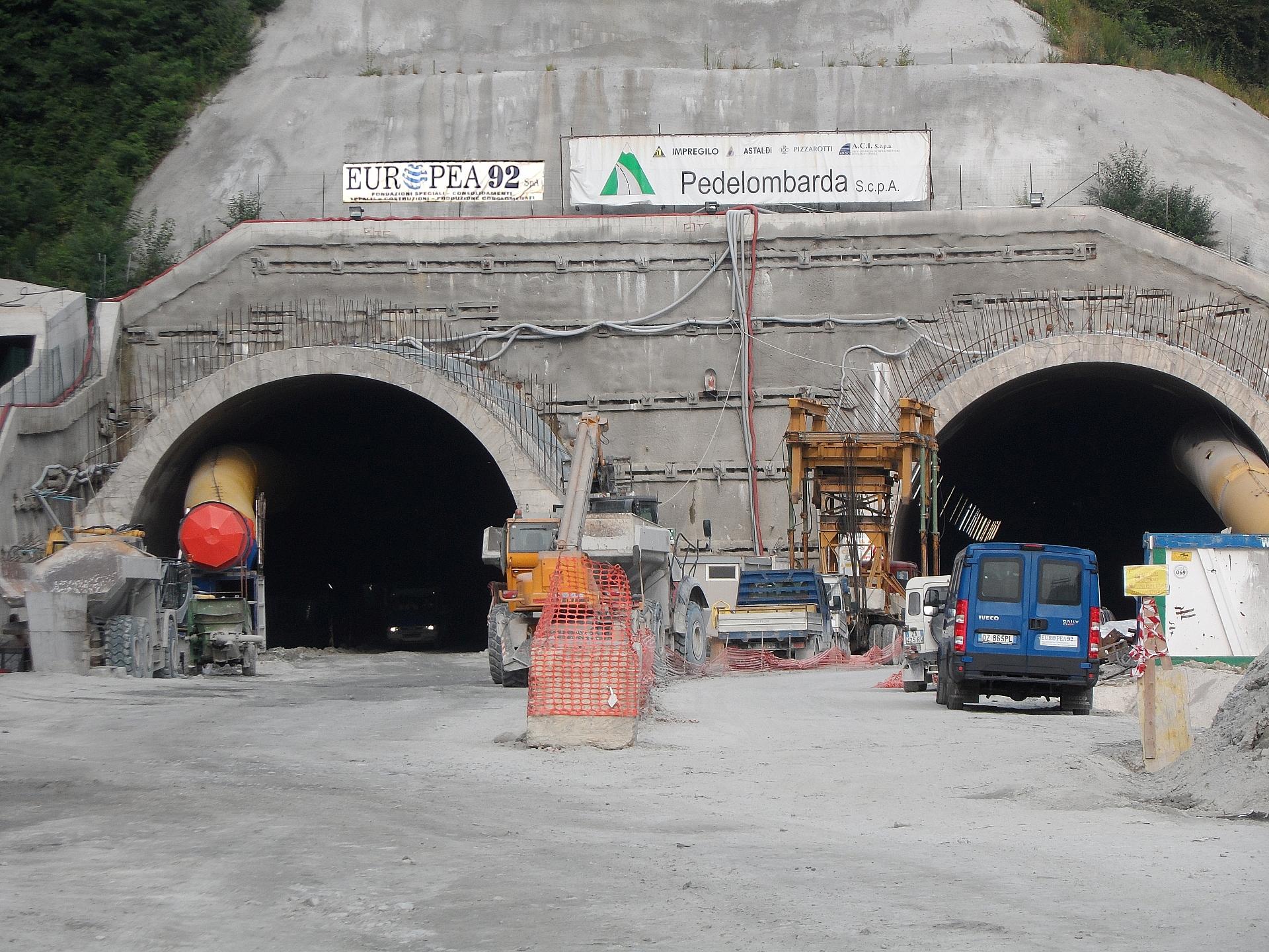 Autostrada Dalmine – Como – Varese – Valico del Gaggiolo. Galleria Morazzone (Varese).